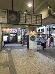 阪神神戸線 新在家駅改札前の画像